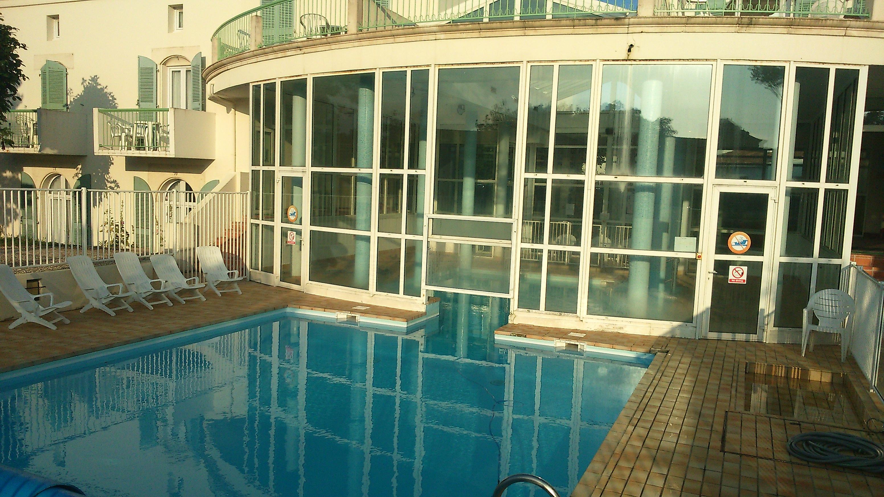 location ile de r saint martin de r f2 avec piscine. Black Bedroom Furniture Sets. Home Design Ideas