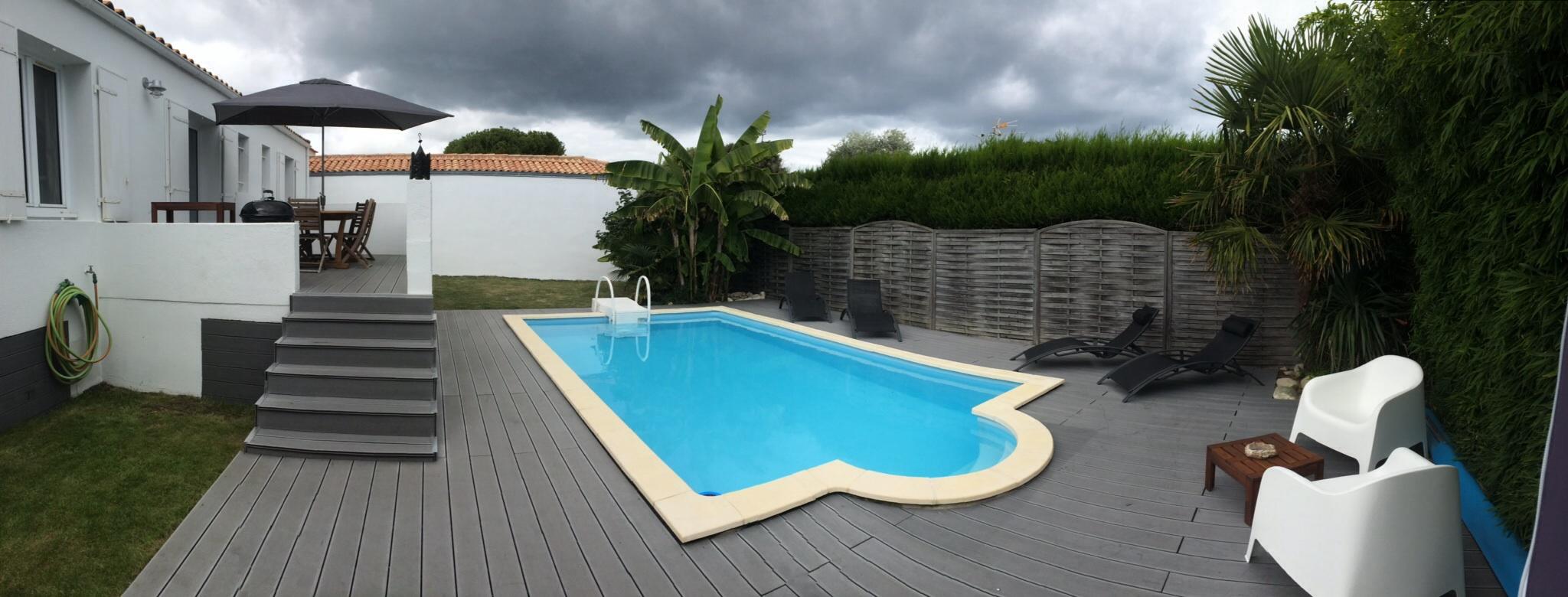 Location ile de r saint martin de r encantadora for Piscina en jardin de 100 metros
