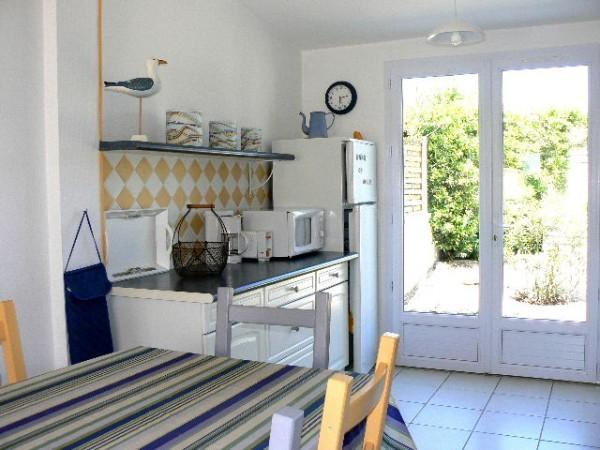 location ile de r la couarde sur mer petite maison coquette en location la couarde easy r. Black Bedroom Furniture Sets. Home Design Ideas