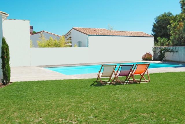 location ile de r la couarde sur mer villa haut de gamme avec piscine et jardin la. Black Bedroom Furniture Sets. Home Design Ideas